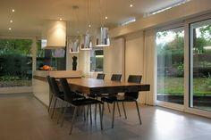 Interieurontwerp en realisatie van een bungalow in Tilburg. Bestaande plattegronden zijn ingrijpend gewijzigd en aangepast aan de wensen van de bewoners.