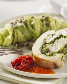 Kalkoenrollade met pesto My Kitchen Rules, Healthy Food, Healthy Recipes, Diners, Pesto, Main Dishes, Spaghetti, Good Food, Arm
