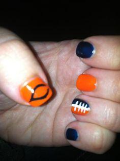 Chicago Bears nail art Sports Nail Art, Football Nail Art, Nail Polish Designs, Nail Art Designs, Chicago Bears Nails, Bear Makeup, Creative Nails, Diy Nails, How To Do Nails