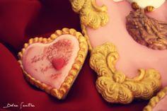 Un corazón para San Valentín: Cómo imitar molduras barrocas con fondant {Video Tutorial}  {Valentine's Heart. How-to: barroc frames in fondant}