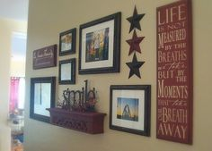 Use Picture Ledges Wall Gallery On a Rod Stack Them up Small Wall Photo Wall Collage Gallery Frames Hung Hooks Accessories Stairway Renovation Country Decor, Rustic Decor, Country Homes, Country Style, Picture Arrangements, Frame Arrangements, Shelf Arrangement, Decoration Photo, Wall Groupings