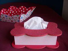 L'occasion de voir trois systèmes de fermeture de boîte : - le couvercle emboîtant, le plus facile mais pas le plus rapide, ni le plus économique, - le couvercle à charnière et rabat, - le couvercle coulissant. Le couvercle emboîtant Pour une chambre... Explosion Box, Keepsake Boxes, Facial Tissue, Quilling, Occasion, Paper, Crafts, Inspiration, Beauty