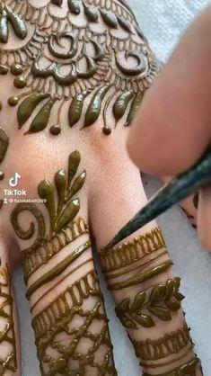 Khafif Mehndi Design, Back Hand Mehndi Designs, Indian Mehndi Designs, Mehndi Designs Book, Mehndi Designs For Girls, Unique Mehndi Designs, Mehndi Designs For Hands, Wedding Henna Designs, Engagement Mehndi Designs