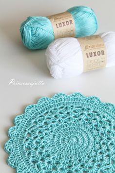 Best 12 Last today with this color liiiiinda água verde clara 💚 ⚠ ¸ . Crochet Placemat Patterns, Crochet Mandala Pattern, Crochet Doilies, Crochet Flowers, Crochet Mittens, Knit Crochet, Crochet Dinosaur, Border Embroidery Designs, Pineapple Crochet