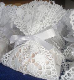 Image detail for -Para o toalete a noiva optou por caixas em renda portuguesa pérola e ...