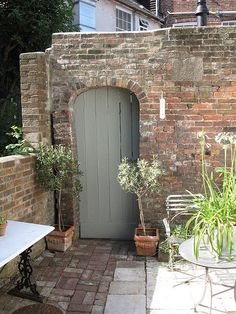 Hardwick white Modern Country Style: My Top Ten Farrow and Ball Front Door Colours Click through for details. Cottage Front Doors, Painted Front Doors, House Front, Garden Doors, Garden Design, Modern Country Style, Garden Room, Farrow And Ball Front Door Colours, Cottage Garden