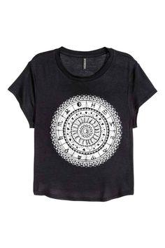 T-shirt curta: T-shirt curta em jersey com motivo estampado na frente e base…