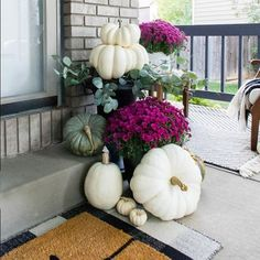 With a few simple items, it's easy to create a beautiful fall front porch that's just as cozy as it looks! Get lots of fall inspiration for your home! Outside Fall Decorations, Thanksgiving Decorations, Seasonal Decor, Table Decorations, Autumn Decorating, Porch Decorating, Cake Decorating, Patio Decorating Ideas On A Budget, Decor Ideas