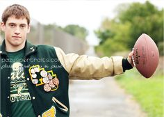I need to learn how to get my camera to focus like that so its on the object the person is holding not on them Football Senior Pictures, Senior Pictures Sports, Football Pictures, Senior Photos, Sports Pics, Senior Portrait Outfits, Senior Portraits, High School Football, Sport Football