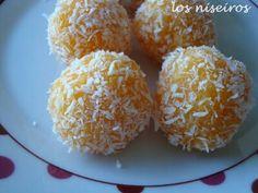 Trufas de zanahoria y coco Ideales para petitfour de Navidad  http://losniseiros.blogspot.com.es/2011/06/trufas-de-zanahoria-y-coco.html #Blogueraloca #Foodie #deserts #Postres #Paraconelcafé #Christmasfood #trufas #Christmas #noël #Nopodráscomersolouna #Comidasana #Coconut #carrot #Zanahoria #Coco #pornfood #Comfortfood #healthyfood #petitfour  #Navidad