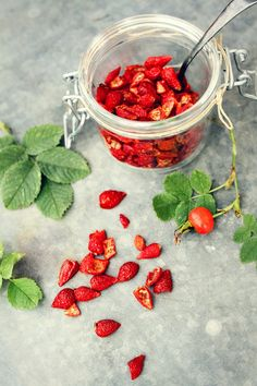 Torkade nypon / Dried Rosehips Jam Recipes, Vegan Recipes, Swedish Recipes, Rose Buds, Preserving Food, Preserve Herbs, Pickles, Veggies, Canning