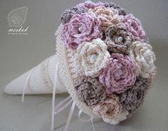 meskok.design crochet bouquet, crochet rose, crochet wedding bouquet