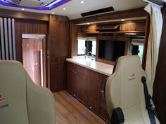 Super Luxury 26T Mercedes Actros - Equicruiser