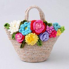 Crochet Flowers on a straw bag. Crochet Tote, Crochet Handbags, Crochet Purses, Crochet Stitches, Knit Crochet, Crochet Patterns, Flower Patterns, Knitted Bags, Knitted Dolls