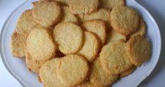 Εύκολα μπισκοτάκια ινδικής καρύδας. Cookie Recipes, Snack Recipes, Snacks, Cookie Bars, Fun Desserts, Sweet Recipes, Biscuits, Chips, Sweets