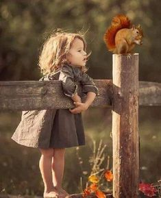 -Can you see my Bae coming, Mr squirrel? 😒 - Marion Otto - -Can you see my Bae coming, Mr squirrel? 😒 -Can you see my Bae coming, Mr squirrel? So Cute Baby, Cute Kids, Cute Babies, Precious Children, Beautiful Children, Animals For Kids, Cute Baby Animals, Jolie Photo, Aesthetic Girl