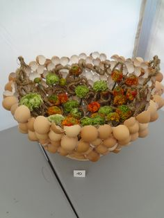 How many eggses to make such thing? Unique Flower Arrangements, Unique Flowers, Floral Centerpieces, Easter Projects, Easter Crafts, Diy Easter Decorations, Easter Flowers, Christmas Porch, Easter Holidays