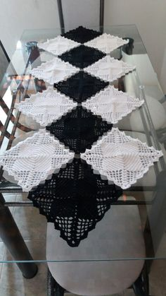 Granny Square Runner Pattern Diagram and Inspiration Crochet Motifs, Crochet Squares, Crochet Stitches, Knit Crochet, Crochet Patterns, Lace Table Runners, Crochet Table Runner, Crochet Tablecloth, Diy Crafts Crochet