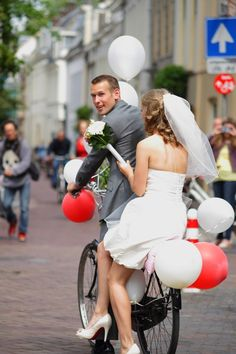 typical dutch - wedding bicycle! Gotta love this as a Dutchy myself! Check out juul'sweddingsinspiration for more gorgeous pins! :) XO Julie