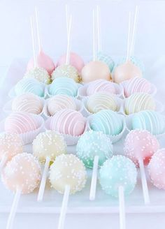 10 Pretty Pastel Desserts for a Spring Soiree: Colorful Cake Pops Beaux Desserts, Cute Desserts, Beautiful Desserts, Pastel Cakes, Colorful Cakes, Colorful Desserts, Bonbons Pastel, Pastell Party, Kreative Desserts