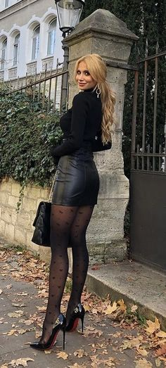 Nylons, Pantyhose Outfits, Skinny Girl Body, Women With Beautiful Legs, Celebrity Boots, Frauen In High Heels, Girls In Mini Skirts, Skirts With Boots, Sexy Legs And Heels