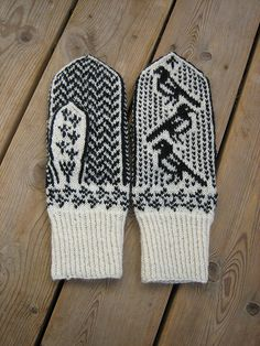 Magpie mittens - Maybe this is a good pattern to start with. It is 2 color fair isle and I LOVE the pattern, also the cuff will go up fast so I am only changing colors for the body of the mitten. When to start? Knitted Mittens Pattern, Crochet Gloves, Knit Or Crochet, Knitting Charts, Hand Knitting, Knitting Patterns, Fair Isle Knitting, Craft Patterns, Tejidos
