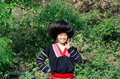 I capelli possono darti fastidio >:( , tuttavia quella donna del Hmong fa il pìu chignon grande possibile per essere pìu bella e attraente.               | I hmong, anche conosciuti come miao, in vietnamita: mèo o h'mông|. Parte della famiglia Hmong in Vietnam, Il rosso Hmong #amoviaggiare #amoviaggio #viaggio #viaggiare #viaggiatore #amoindocina #autenticaindocina #indocina #indochina #asiatica #asiaticaviaggi #asiatravel #ig_vietnam #igvietnam #igersitalia #igersitalian