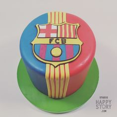 Let's get this ball Rollin' again  with this amazing FC Barcelona #designercake   #shs #studiohappystory #cakes #rainbowinside #logo #handcut #sugar #duotone #stripes #soccer #fcbarcelona
