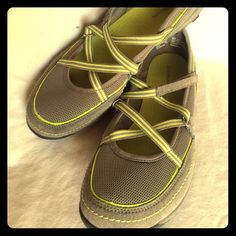 Croft & Barrow Comfy Cross Strapped Sandals Size 9.5 Grey/lime cross-strapped sandals. Just work a few times, soles and insoles in great shape. Very comfortable shoe. Croft & Barrow Shoes Sandals