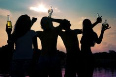 Binge Drinking: How to Keep Your Teen Safe this of July Pcb Spring Break, Spring Break Destinations, Spring Breakers, Public, Australia Day, In The Flesh, Summer Parties, Beach Pictures, Hanging Out