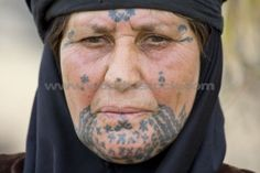 Bedouin Woman with traditional facial attoos. Syrian desert