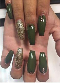 Green and Gold Nails. Acrylic Na… Fall Nails. Green and Gold Nails. More from my site Acrylic Nails For Summer Bright green coffin nails Gold Nails, Glitter Nails, Trendy Nails, Cute Nails, Hair And Nails, My Nails, Dark Green Nails, Acrylic Nails Green, Matte Olive Green Nails