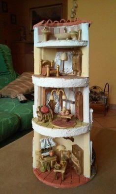 Interno tegola                                                                                                                                                                                 Más Clay Houses, Ceramic Houses, Decoupage Vintage, Miniature Fairy Gardens, Miniature Dolls, Fairy Crafts, Diy And Crafts, Clay Fairy House, Fairy Houses