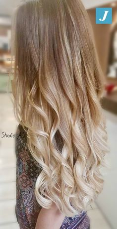 With the Degradé Joelle you can ! Blonde Balayage, Blonde Hair, Latest Hair Trends, Long Blond, Joelle, Gorgeous Hair, Prom Hair, Hair Inspo, Ootd