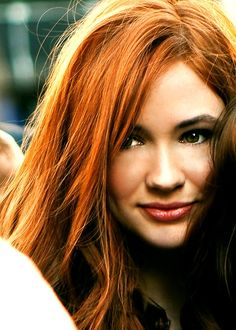 Auburn hair colors are still popular because of their versatility. There are numerous gradations that are called auburn Hair color Hair Color Auburn, Red Hair Color, Cool Hair Color, Auburn Colors, Auburn Balayage, Balayage Hair, Ombre Hair, Karen Gillian, Foto Face
