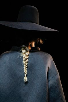 single braid at Lanvin Japan Fashion, Look Fashion, Fashion Black, Fashion Details, Lanvin, Style Outfits, Love Hat, Poses, Back To Nature