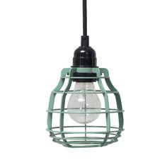 Stoer LAB lampje in de hippe kleur army green van HK-living! Deze legergroene LAB lamp bevat een snoer van ca. 2m en een stekker + schakelaar. Gaaf ding, deze h