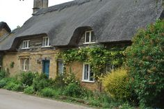 """This is a """"Thatched Roof House"""" that looks similar to the one we saw while visiting Coltishall, England 1992 (Photo only) Thatched House, Thatched Roof, Beautiful Dream, Beautiful Homes, British Things, Charming House, English House, House Roof, Macedonia"""