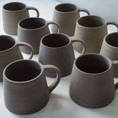 """Mi piace"": 605, commenti: 12 - Hilda Carr (@hildacarrpottery) su Instagram: ""I've left these mugs drying out at home whilst I'm away on holiday. They're carefully tucked in…"""