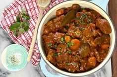 Slow Cook Beef Stew, Slow Cooked Beef, How To Cook Beef, Lunch Recipes, Beef Recipes, Dinner Recipes, Cooking Recipes, Lunch Meals, Beef And Potatoes