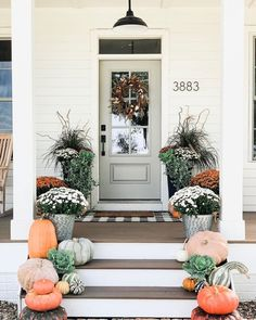 To help you update your home for fall, we gathered together some of our favorite looks to inspire your own seasonal front porch decor. Fall Home Decor, Autumn Home, Modern Fall Decor, Front Porch Plants, Farmhouse Front Porches, Modern Farmhouse Porch, Farmhouse Landscaping, Porch Steps, Front Door Decor