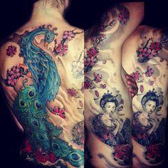 tatuaje japonés espalda costado color geisha flores cerezo pavo real www-13depicas.com