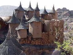 Greniers Dogons - Mali - Best Places to Get Immersed in Another Culture Cultural Architecture, Architecture Antique, Art Et Architecture, Vernacular Architecture, Amazing Architecture, Interesting Buildings, Amazing Buildings, Out Of Africa, West Africa