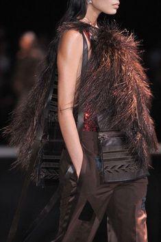 Givenchy at Paris Fashion Week Spring 2014 - Details Runway Photos John Galliano, Brown Fashion, Leather Fashion, Back To Black, Black And Brown, Givenchy Couture, Alexander Mcqueen, Human Hair Color, Fashion Details