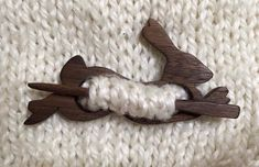 Beautiful wood ''fibule'' or brooch with pin, use for wool scarves and blankets to hold you warm! Hand made, finished with natural lin seed oil. +Dimensions (approximately): Metric: H 55 mm x L x W Imperial: Thickness 1 Wood Crafts, Diy And Crafts, Arts And Crafts, Wool Scarf, Wood Carving, Bunny, Etsy, Crafty, Knitting
