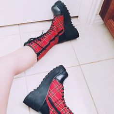 platform Boots NWOT. reads size 9 but they literally fit like 7.5's. never worn. brand is Demonia UNIF Shoes Platforms