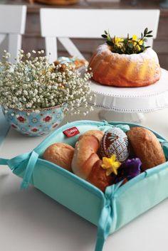 Košík na pečivo z kolekcie Loneta  #kosik#pecivo#kuchyna#jedalen#prestieranie Canoe, Container, Easter, Fabric, Alba, Food, Decoration, Green, Ideas