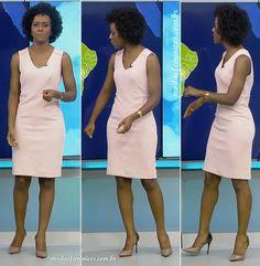 vestido-tubinho-rosa-e-sapatos-bicolor-da-maju-coutinho-jornal-nacional-28-11-16-novembro