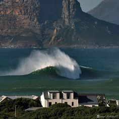 Rogue Wave in Kommetjie- South Africa All About Africa, Out Of Africa, Big Waves, Ocean Waves, Bilbao, Surf Mar, Rogue Wave, Africa Travel, South Africa