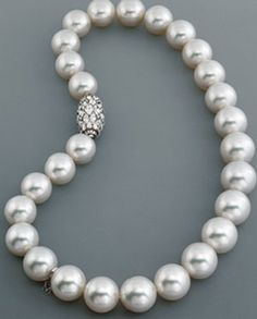 The classic pearl necklace. Always in.